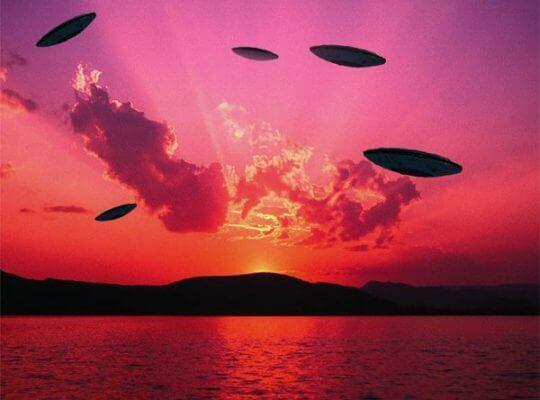UFOs May Take Center Stage In next Trump and Clinton Debate