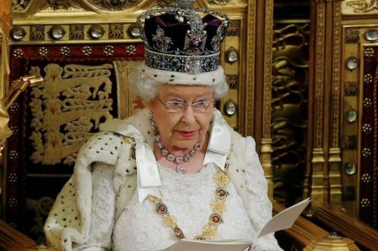 Queen Lobbies For Charles To Head Commonwealth