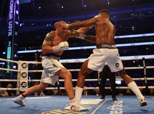 Tentative Joshua Disappoints British Fans After Losing Title Belts To Brilliant Usyk